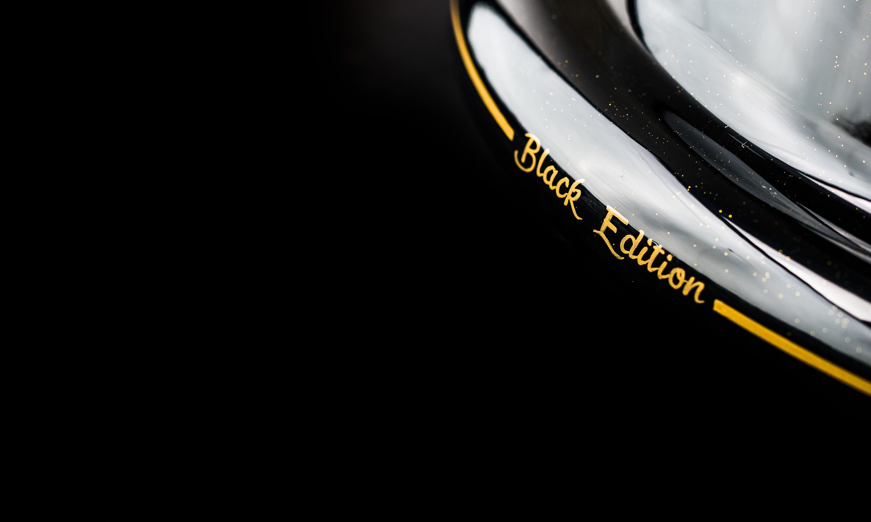 Plane Industries Boeing 747 Black Edition Wheel Table
